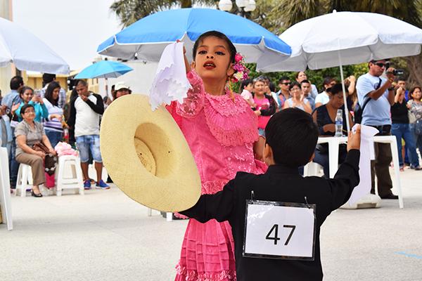 Niños talareños bailan con pasión la marinera